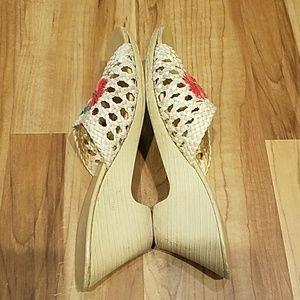 Vintage Shoes - Amazing, VINTAGE, woven, floral wedges!!!